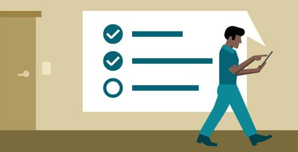 Homem selecionando tarefas em uma lista priorizada pela Matriz De Prioridade Gut.