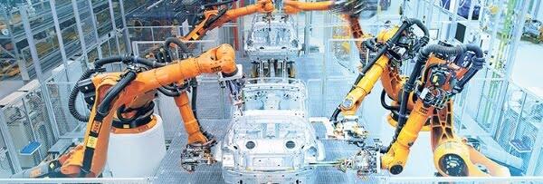 Carro sendo fabricado representando a importância do processo metrológico.