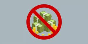 Imagem de uma pilha de dinheiro com um símbolo de proibido na frente, representando as perdas financeiras causadas por não tratar as não conformidades.