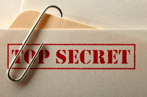 Documento rotulado como confidencial (top secret), representando a confidencialidade, item fundamental do controle de documentos de acordo com os três pilares da segurança da informação.