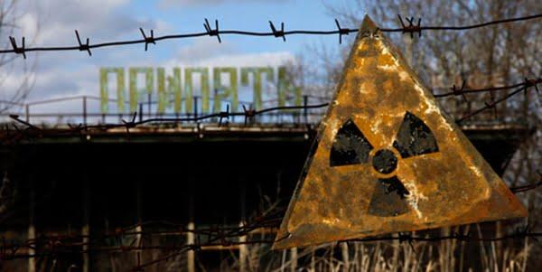 Imagem de uma placa de acidente nuclear, simbolizando a gestão de riscos e a importância de um bom Plano de Contingência.