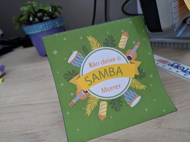 Foto dos bilhetes utilizados na Semana do Samba para ajudar as pessoas a lembrarem das pendências e ajudara a reduzir o atraso nos indicadores.