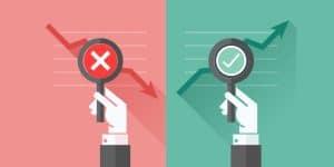 Imagem de duas lupas mostrando indicadores dentro do prazo e indicadores fora do prazo, remetendo ao assunto do post: reduzir atrasos nos indicadores.