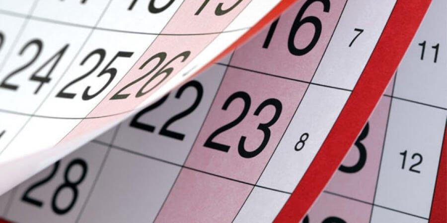 Calendário com vários meses passando