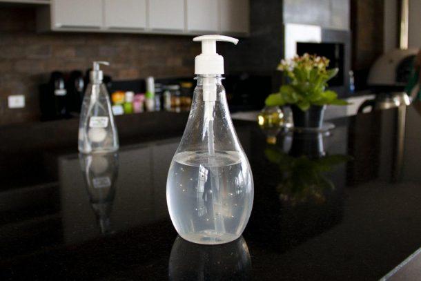 Imagem de um alcool em gel tirada para o artigo sobre Qaalidade contra o Coronavírus.