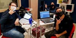 imagem do Jeison, Monise e Marquinho gravando o qualicast.